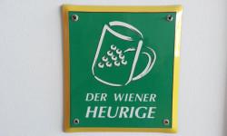 Foto eines Schildes des Wiener Heurigen